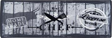 Küchenläufer / Küchenmatte / Küchen Läufer / Dekoläufer für Küche und Bar / Der Hingucker in Ihrer Küche / Ihre Gäste werden staunen / waschbare Küchenläufer / Küchendeko Modell – Hier kocht der Chef – grau – Größe ca. 50 x 150 cm -